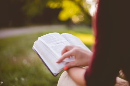 Dime qué mal te acecha y te diré qué libro te lo puede curar (o, al menos, hacerte olvidarlo durante un rato)