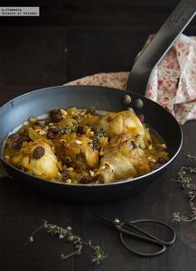 Guiso de pollo con azafrán, pasas y piñones. Receta