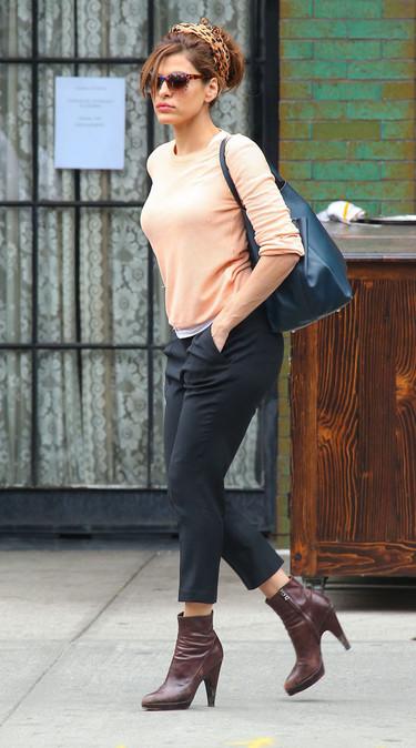 Eva Mendes protagoniza la película: ¡no sin mi pañuelo en la cabeza!