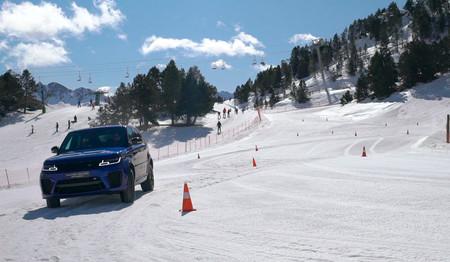 Curso de conducción en nieve de Jaguar Land Rover