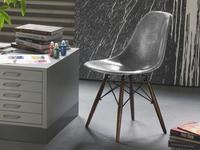 La icónica silla estilo Eames ahora también en plata by Krink para Modernica