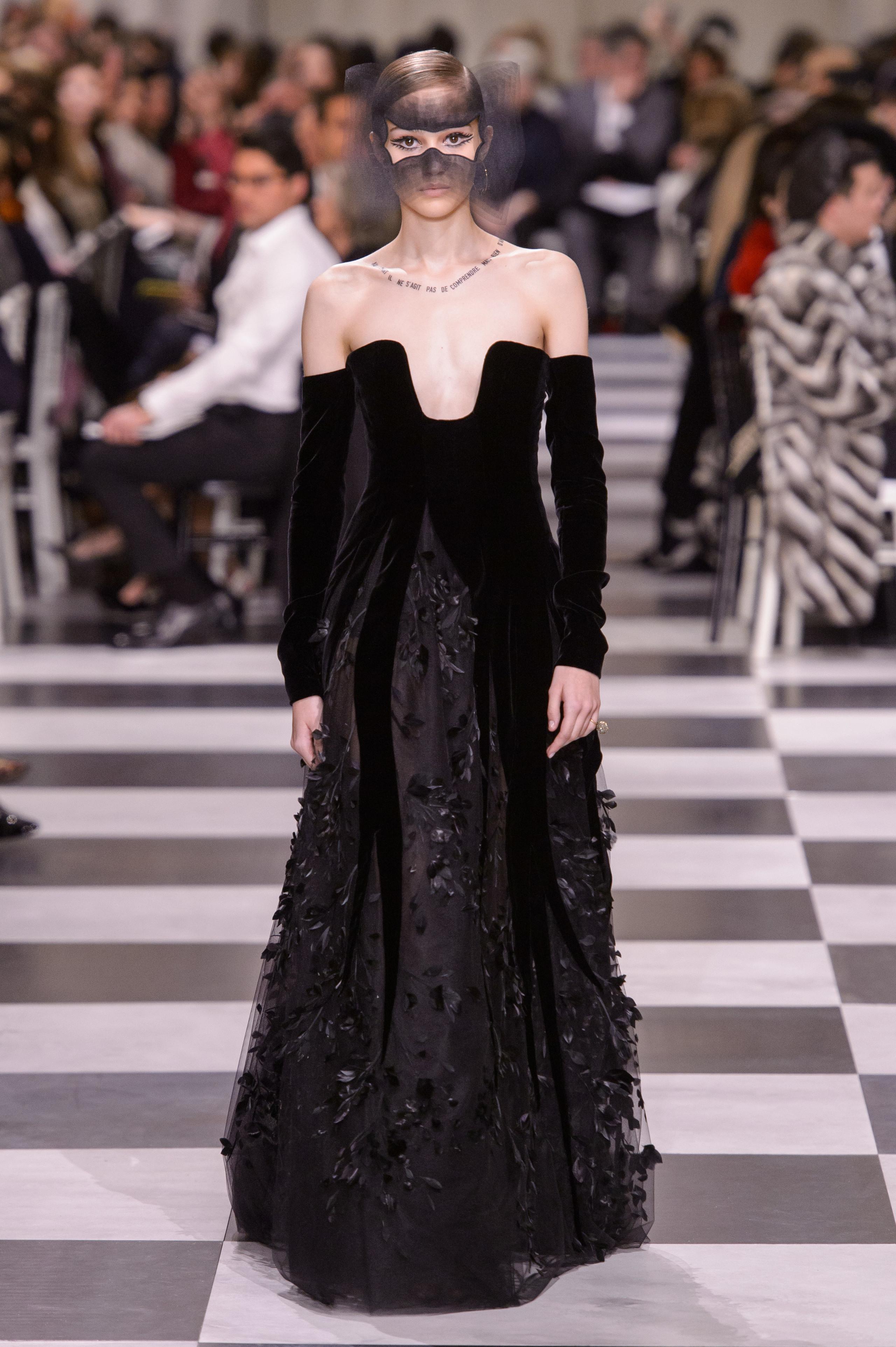 Foto de Dior Alta Costura: Maria Grazia Chiuri y su mágico desfile en blanco y negro Primavera-Verano 2018 (53/74)