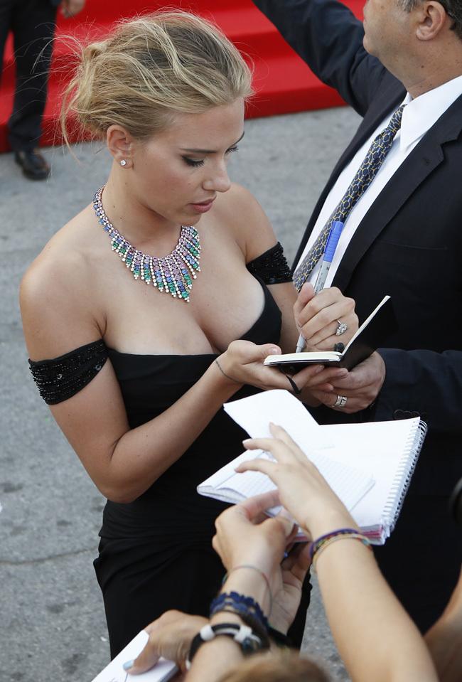 Foto de Scarlett Johansson llegó al Festival de Venecia (1/9)