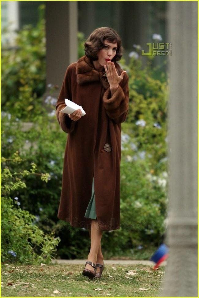 Foto de Angelina Jolie en el set de 'The Changeling' de Clint Eastwood (4/14)