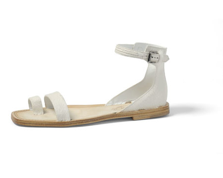 Sandalias AGO de Tod's, lineas puras y confort para el verano 2012