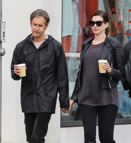 Anne Hathaway Look Premama Biker