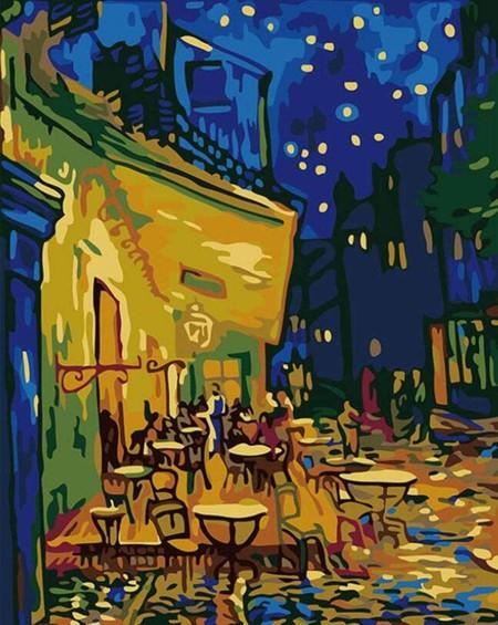 Terraza De Cafe Por La Noche