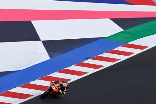 Raúl Fernández ya apunta al récord de Marc Márquez y sigue comprimiendo el mundial de Moto2