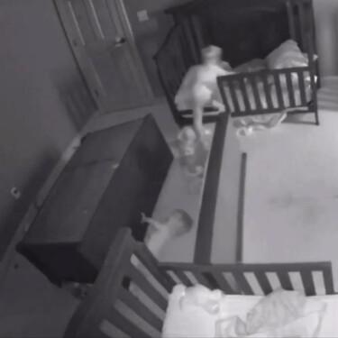 Trillizos logran escapar de una cajonera que les cayó encima mientras jugaban, recordándonos la importancia de anclar los muebles