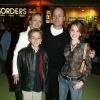26_Emma-Watson-con-sus-padres-y-hermano.jpg