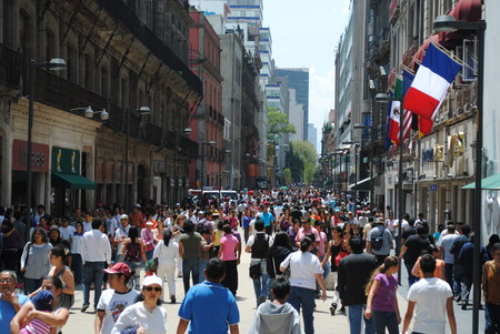 CDMX echa atrás apertura del centro histórico: la afluencia se desbordó y ahora se cerrarán negocios que no respeten reglas