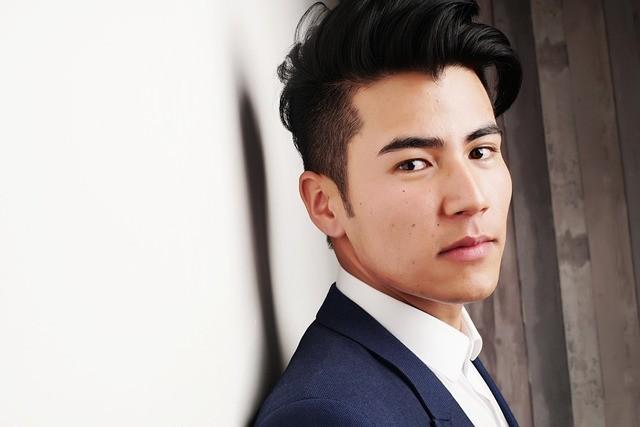 Modelo asiático atractivo.