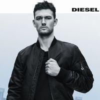 Alex Pettyfer redefine la valentía masculina como imagen de Only the Brave de Diesel