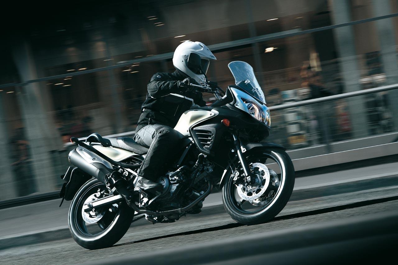 Foto de Suzuki V-Strom 650 2012, fotos de ambiente y accesorios (5/32)