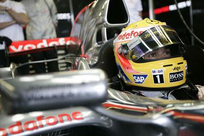 En McLaren cuestionan la penalización a Hamilton