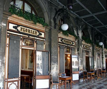 Los cafés con más solera del mundo, atmósferas sofocantes que, sin embargo, tienen su encanto