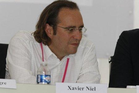 El rebelde Xavier Niel (Free) cede pero no olvida: Hadopi es ilegal