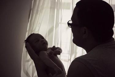 Se otorgó la pensión por maternidad a un padre gay que contrató un vientre de alquiler