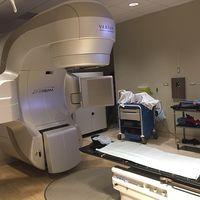 Así funcionan los aceleradores lineales: las máquinas contra el cáncer donadas por Amancio Ortega