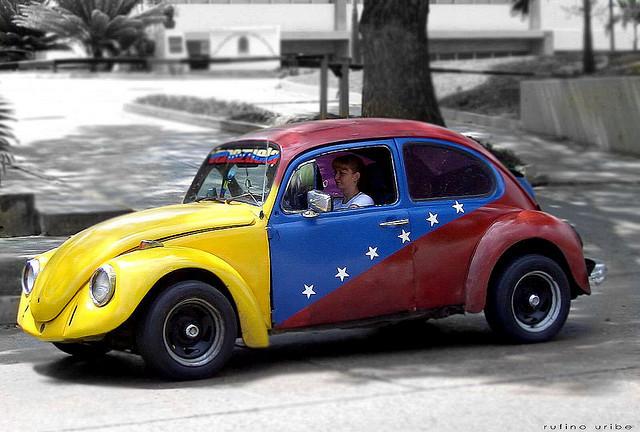 ¿Cómo funciona el cambio de divisa Venezolano con relaciones 100 a 1?