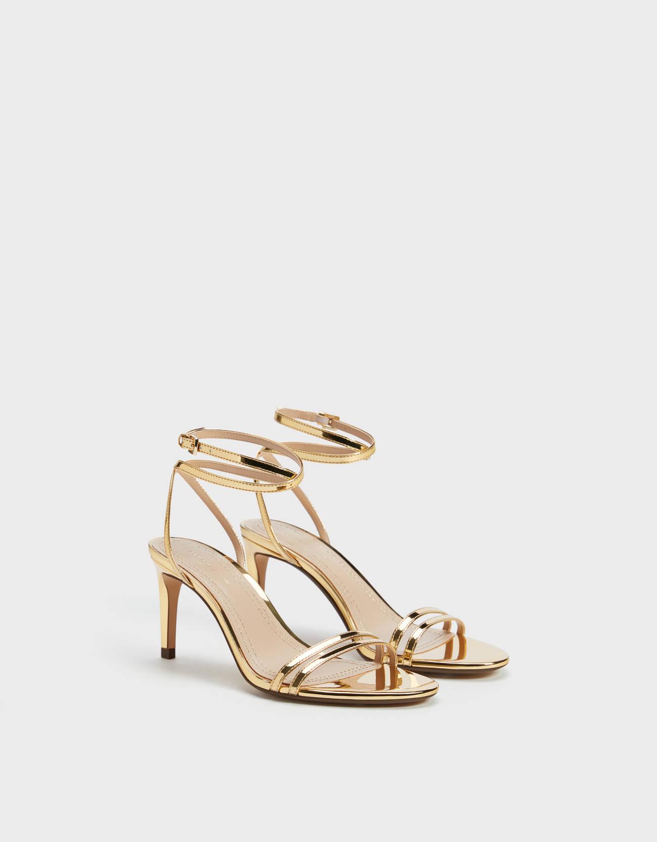 Sandalias doradas de tiras