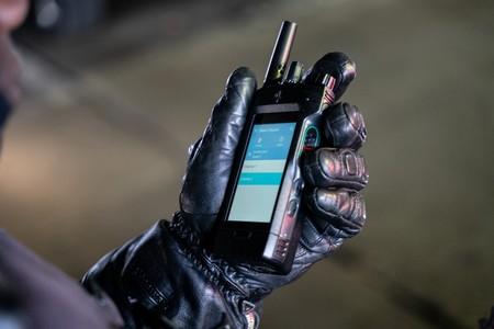El legendario walkie-talkie de Motorola se renueva: pantalla táctil, control por voz y LTE, para acercarse a los smartphones