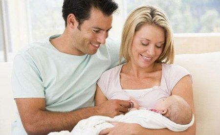 Consejos para papás primerizos: dando el pecho sin interferencias
