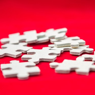 El desafío definitivo contra el aburrimiento llega con los puzzles de de un solo color que podemos encontrar en Amazon