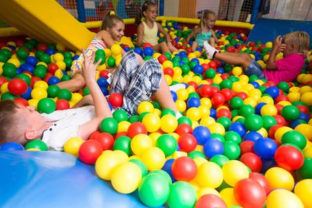 Los parques y piscinas de bolas infantiles están plagados de gérmenes y bacterias