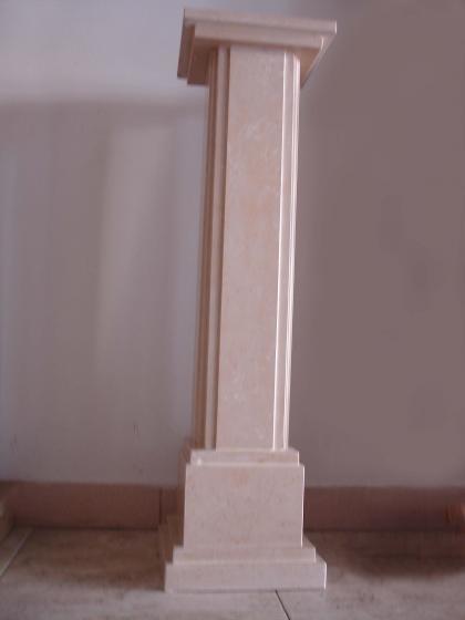 Salones dif ciles una columna central - Como decorar una columna en el salon ...