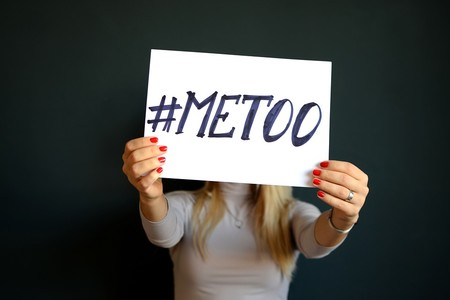 ¿Qué es el acoso sexual? La respuesta depende del país, el sexo y la edad
