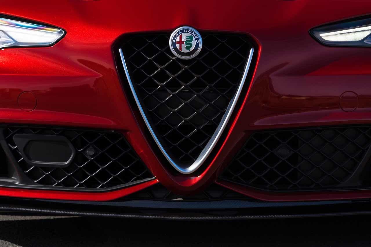 Foto de Alfa Romeo Giulia Quadrifoglio 2017 (5/20)