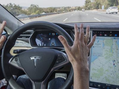 Las propias cifras de Tesla indicarían que el Autopilot tiene más accidentes que un humano. O no