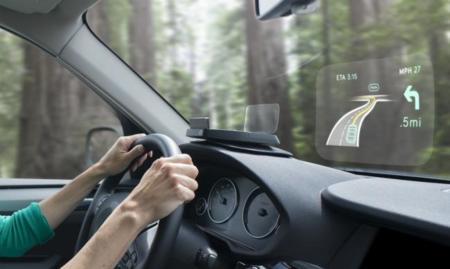 Navdy nos manda la información del coche y el teléfono al parabrisas