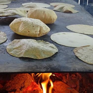 Tortillas de harina de maíz caseras. Receta práctica mexicana