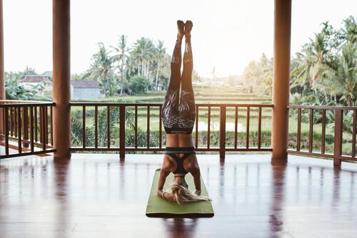 Cómo hacer, paso a paso, la inversión más conocida de Yoga: Sirsasana o equilibrio sobre la cabeza
