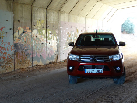 Prueba Toyota Hilux Exteriores Campo Tunel