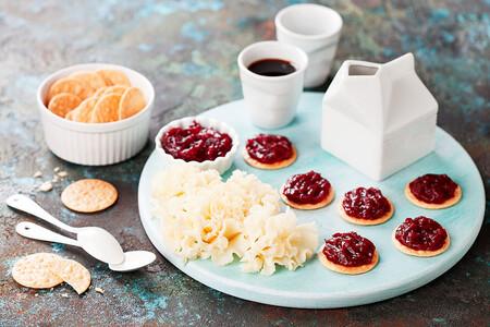 Galletas Saladas Con Confitura Y Tete De Moine Aop