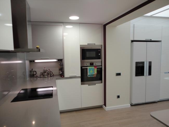 Antes y despu s integrando el patio interior en la cocina - Television en la cocina ...