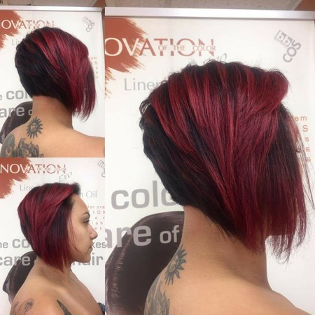 Mujer con corte de pelo estilo bob.