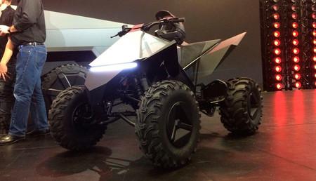 El Tesla Cyberquad es en realidad un quad de Yamaha, pero en clave eléctrica y estilo Blade Runner