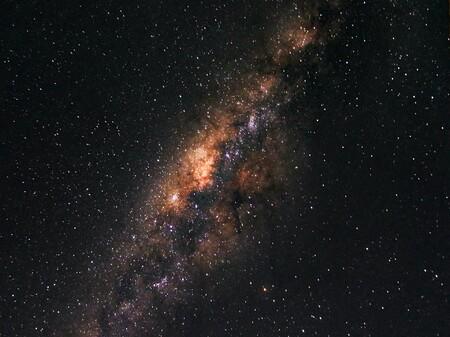 Hemos detectado unas extrañas señales de radio que no encajan con nada de lo que conocemos: brillos intermitentes que llegan desde el corazón de la Vía Láctea