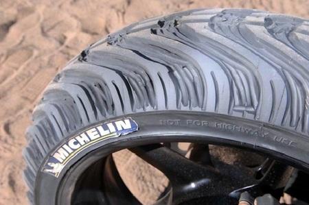 Neumático tallado