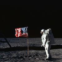 EEUU ordena (otra vez) a la NASA que envíe astronautas en la Luna y ahora hasta le ponen fecha límite: 2024