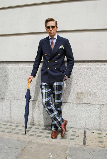 Los Cuadros Invaden El Mejor Street Style De La Semana Este Otono Alrededor Del Mundo 05