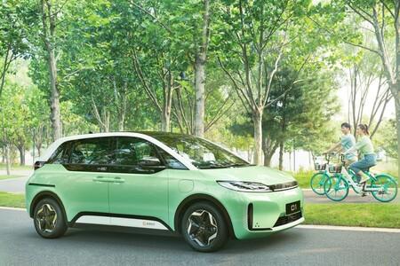 BYD D1, el nuevo contendiente chino que parece ser una mezcla entre un VW ID.3 y un Tesla