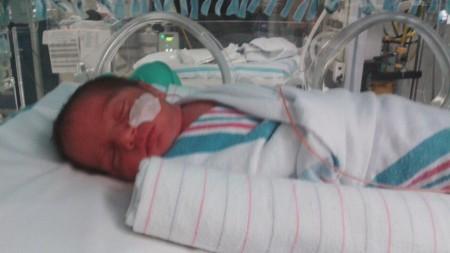 bebé-en-incubadora
