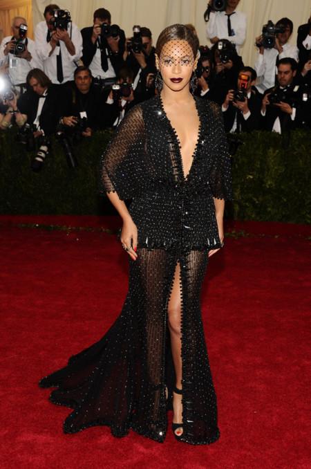 Beyoncé muy sexy con look de Givenchy en la Gala del MET 2014