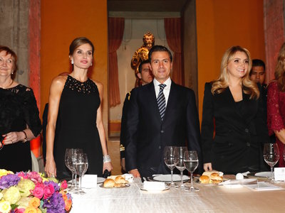 El color negro es el elegido (una vez más) por la Reina Letizia durante su periplo en México