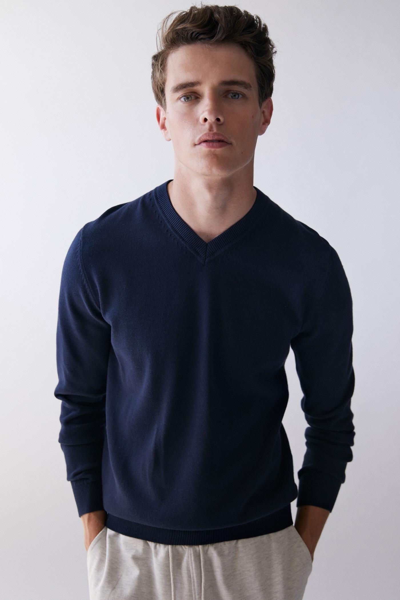 Jersey de cuello pico azul marino
